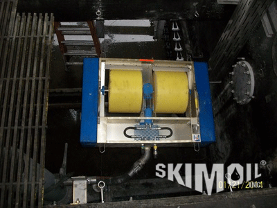 Air operated floating drum oil skimmer